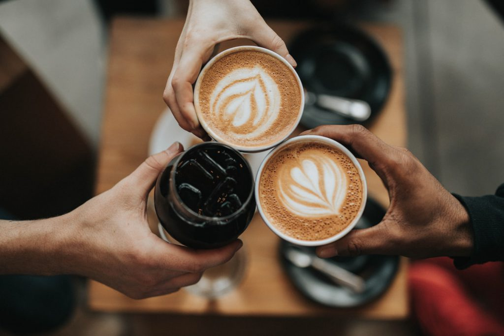 Hoe zorgt goede koffie op kantoor voor een betere werksfeer?